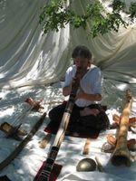 marc au didgeridoo....